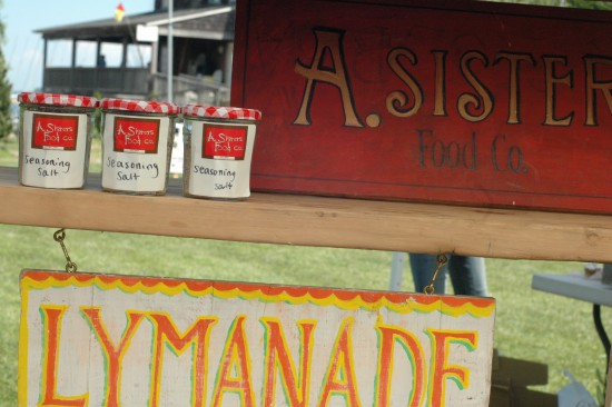 a-sisters-lymanade-signs