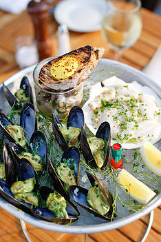 Almond_mussels