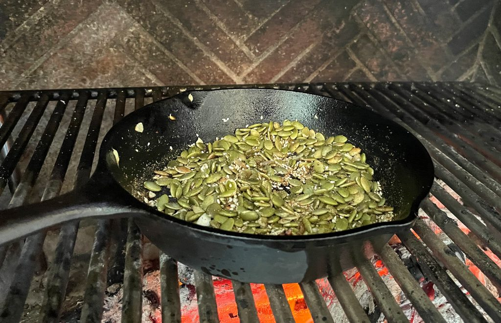 toasted sesame seeds for mole